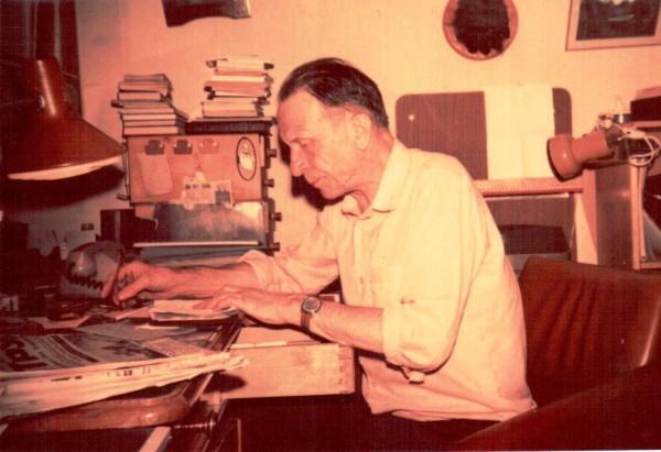 Мой учитель - этолог Сергей Александрович Корытин за работой