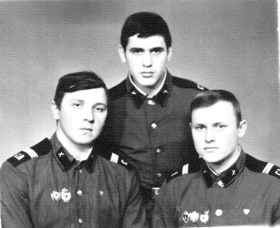 Два зам. ком. взвода (г. Гвардейск, 1974г)