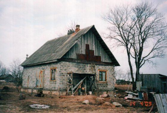 Этот недостроенный дом в д. Ястребино, Ленинградской области был приобретен для последней дрессировочной станции