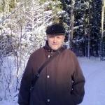 Автор на фоне заснеженного леса
