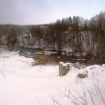 Наша рыбная река и разрушенная мельница на берегу