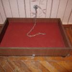Место для собаки в виде деревянной коробки