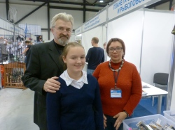 Организаторы выставки: Владимир Александрович Любин, Татьяна Зелинская и их юная помощница