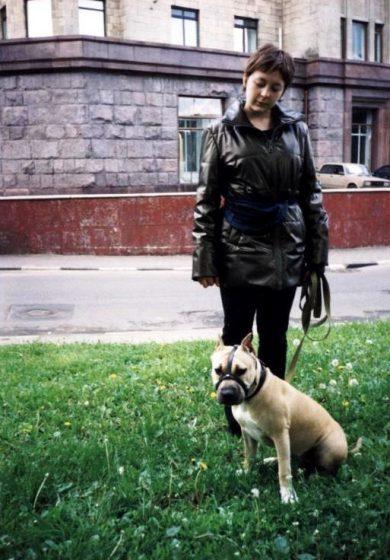 Екатерина и ее собака - компаньон, американский стаффордширский терьер Мэги после окончания дрессировки