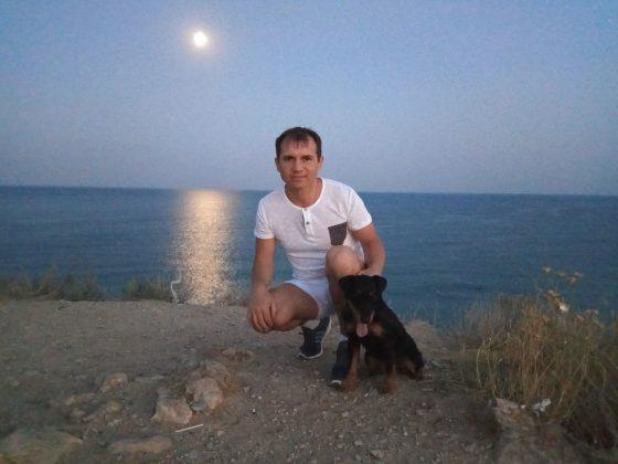 Владимир со своим питомцем ягдтерьером Лаки