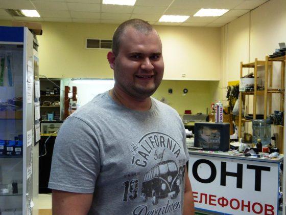Евгений - мастер по ремонту аппаратуры и компьютерный гений