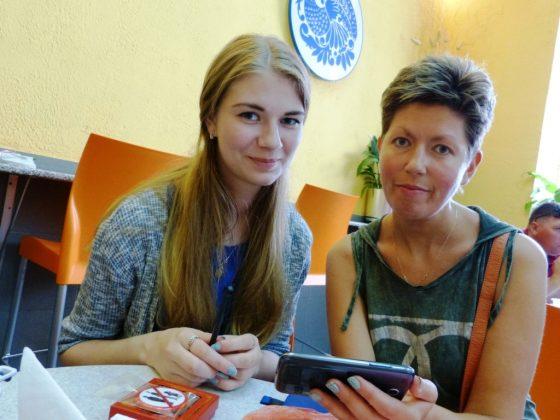 Радостная встреча в Петербурге (мама и дочь)